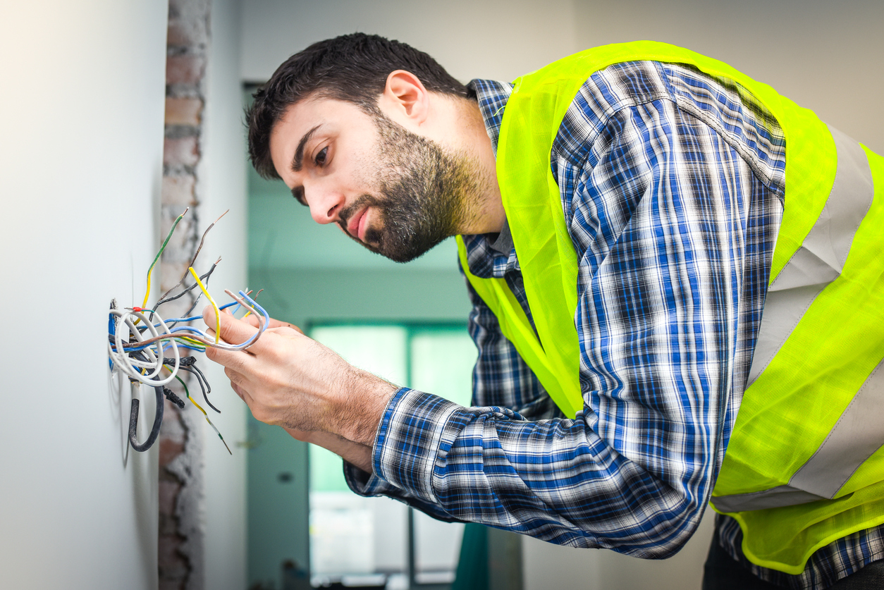 Tips for Tradesmen: Eight Innovative Electrician Tricks - Call of Service Blog